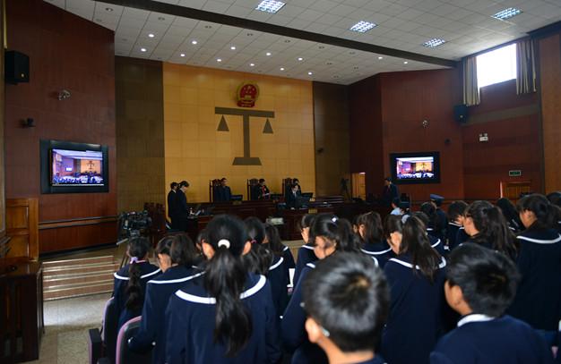 11月24日8:30 禄丰县法院审理鞠廷忠抢劫案
