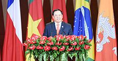 老撾副總理宋賽·西潘敦致辭