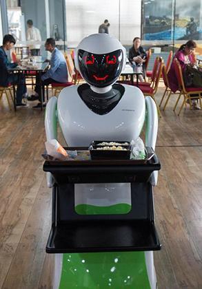 """""""機器人體驗中心""""亮相昆明"""