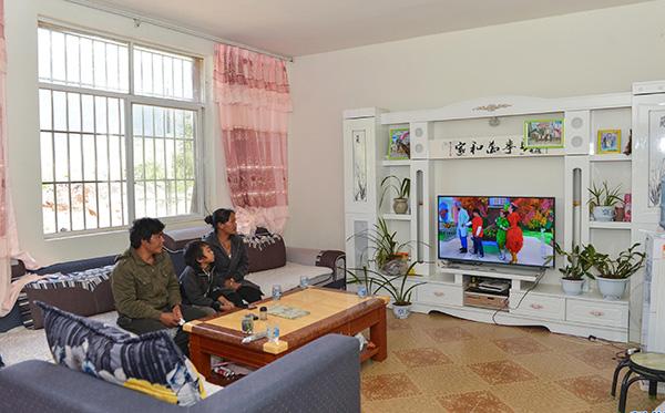 雲南西盟:直過民族佤族搬新居助脫貧