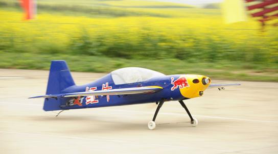 雲南羅平航空露營地上演無人機特技飛行表演