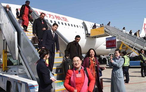 雲南代表團抵達北京
