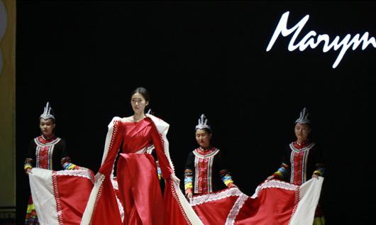 七彩雲裳到底多有國際范兒?賽裝文化節的舞臺上看一看