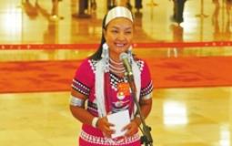 杨娜:阿佤人民再唱新歌颂党恩