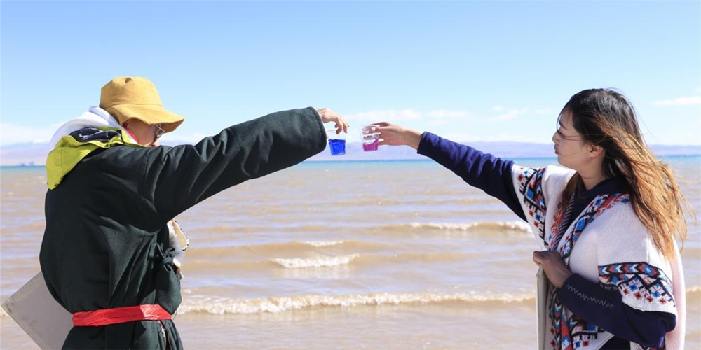 5月8日,石林天外天對達則措湖水進行檢測,其PH值為10.22,活性較高