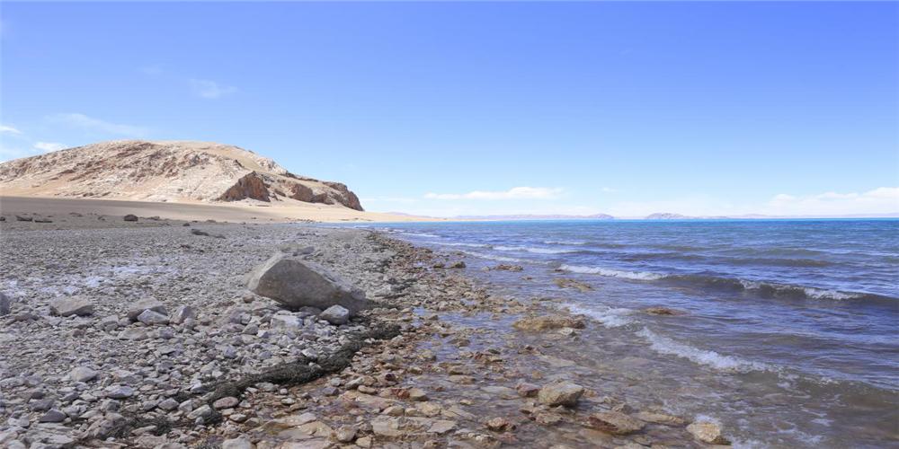 5月8日,石林天外天對色林措湖水進行檢測,其PH值為9.37,活性較高