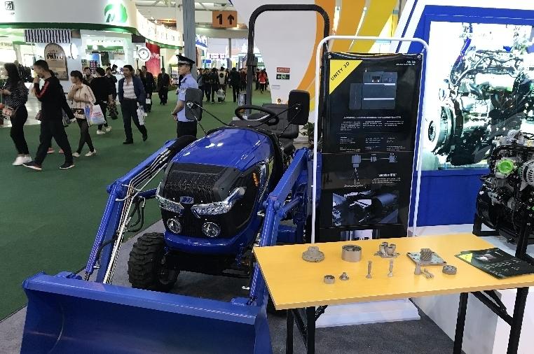 雲南省首款四輪四驅山地拖拉機亮相南博會