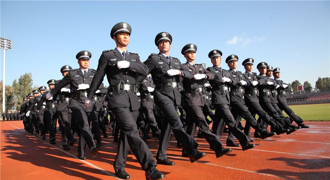 整齊劃一的監獄警察隊伍