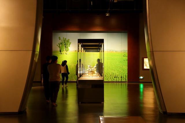 來自2000多年前的'存錢罐'——四牛鎏金騎士銅貯貝器,成了博物館的'網紅文物'。