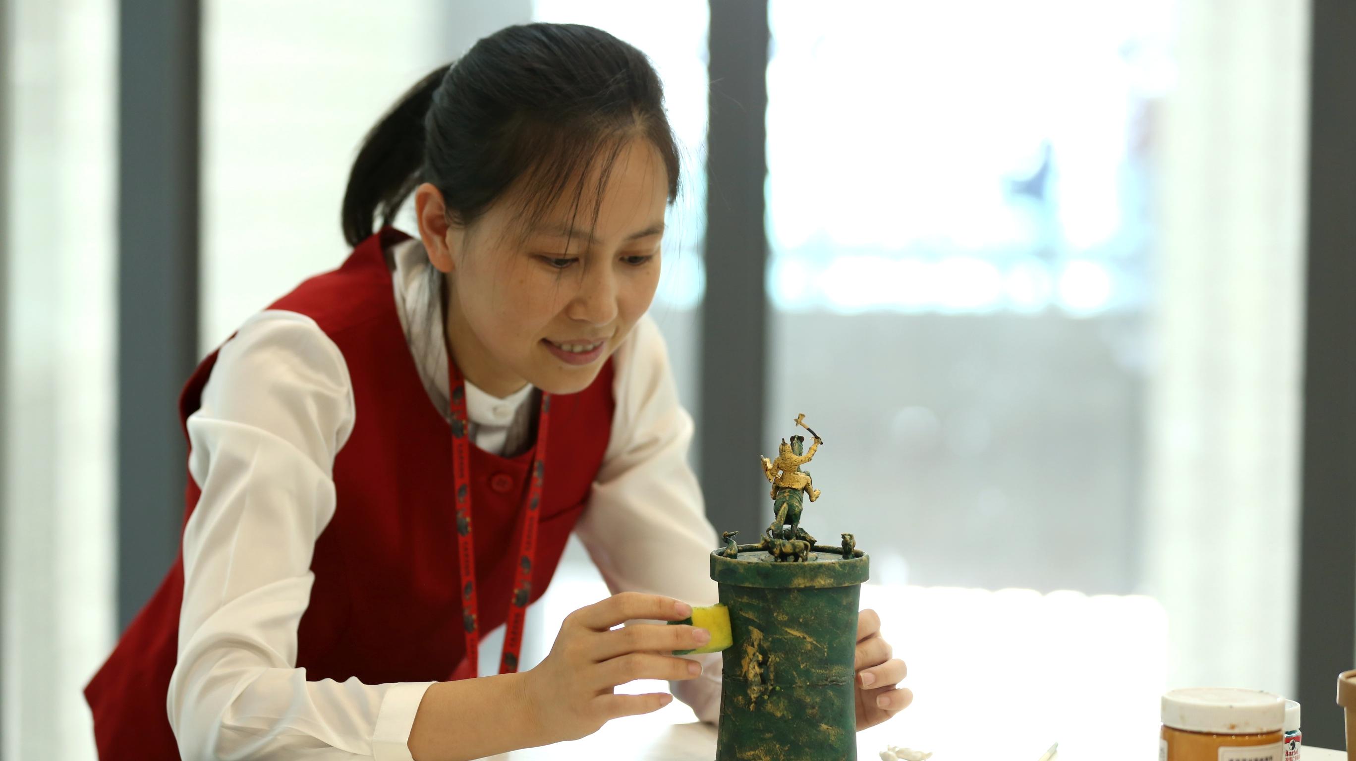 國際博物館日,到雲南省博物館'倣制'一件貯貝器。