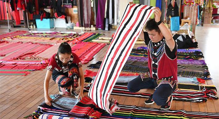 雲南西盟:創新民族紡織工藝助佤族村民增收