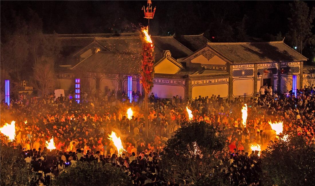 巍山古城火把節之夜——李楊波