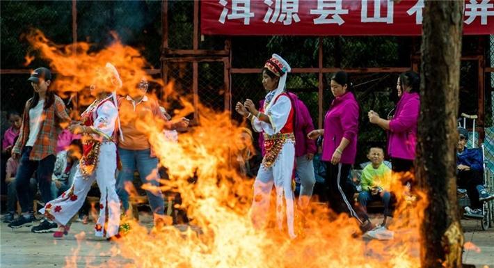 雲南洱源:昔日麻風村的別樣火把節