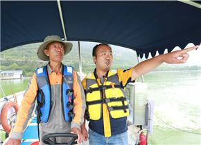 """滇池撈藻人:""""我們要一起保護好家鄉的這一方水土"""""""