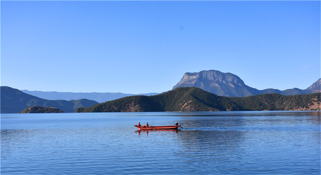 雲南麗江:冬日瀘沽湖景色醉人