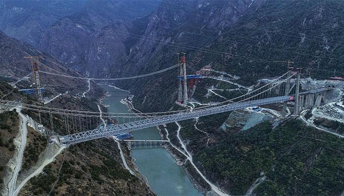 雲南香麗高速公路虎跳峽金沙江特大橋合龍