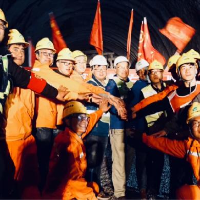 雲南交投集團首座自主設計施工的隧道通風豎井貫通