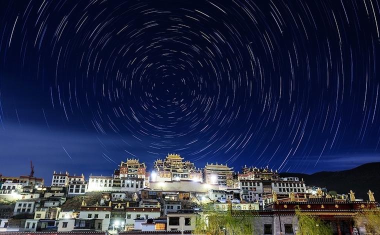 延時攝影 3分鐘唯美視頻 看璀璨星空下的香格裏拉