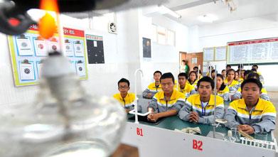 新华网襄阳新闻:频道中心:有几个云南高中图片