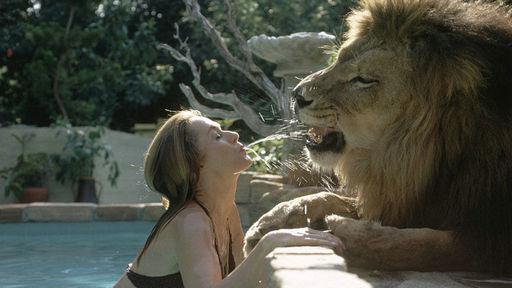 女星版美女与狮子!美国宠物养美女当真人loosie超野兽图片