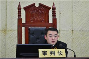 个旧市法院刑庭庭长徐进担任审判长