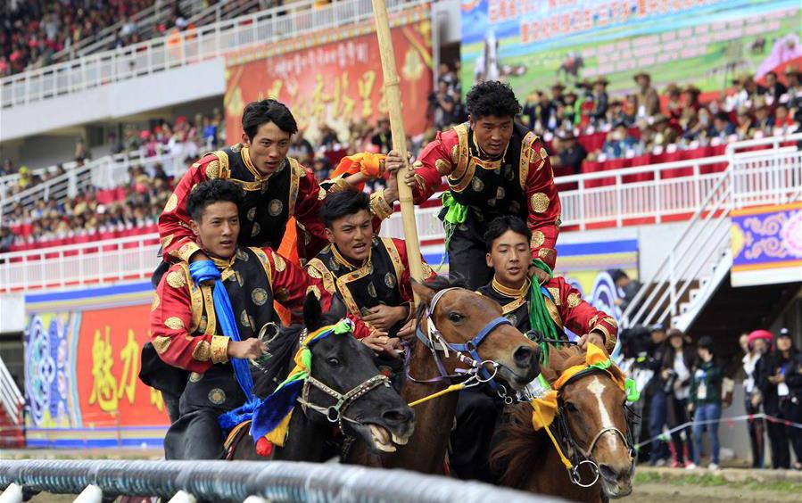 香格里拉举行赛马节