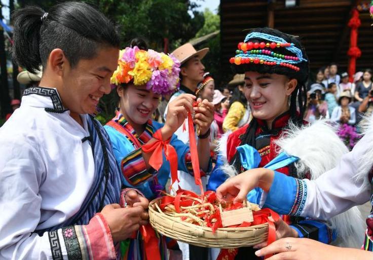 云南普米族昆明庆祝传统情人节