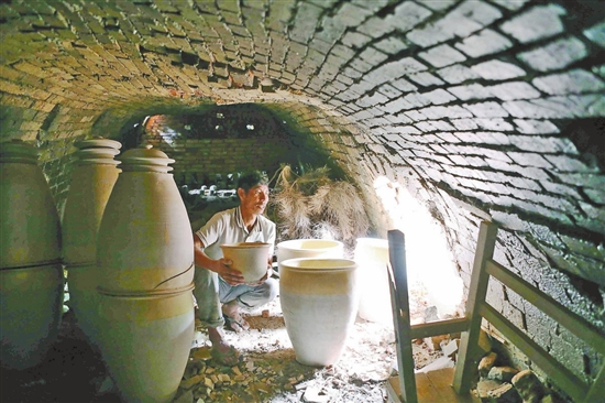 建水:百年龍窯越燒越旺
