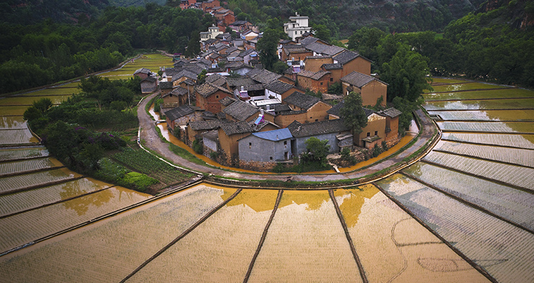 《美麗河灣村》