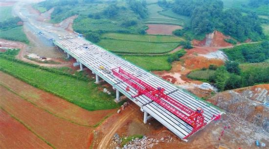 寻沾高速首座桥梁完成梁板架设