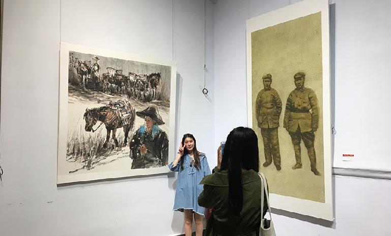 云南举办迎接十九大书法摄影展