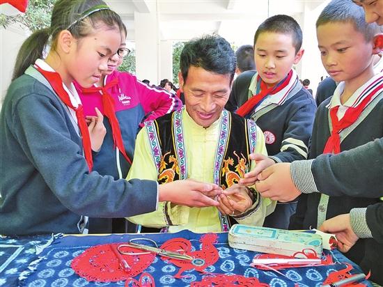 雲南民族大學非遺巡展進社區進學校