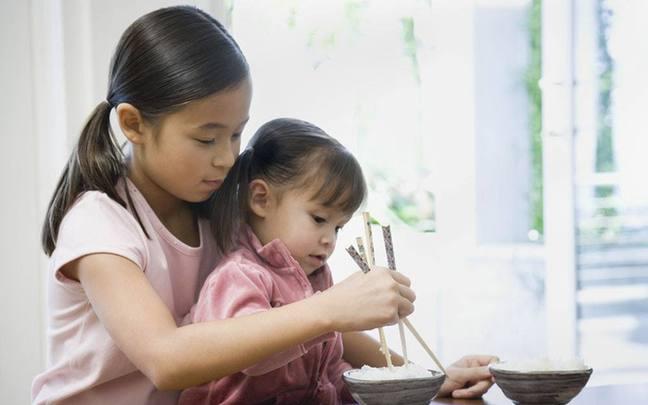 3岁学用筷子,孩子更聪明