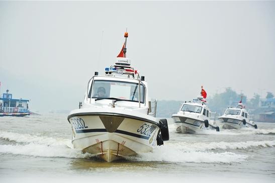 红河边防支队在启动水上巡逻执法