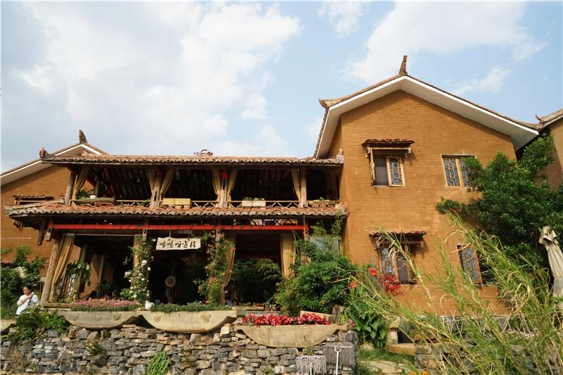 一个撒尼村庄的旅游转型路径观察
