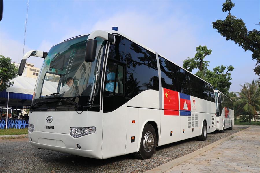 中国援柬流动诊所首批医疗车在金边交接