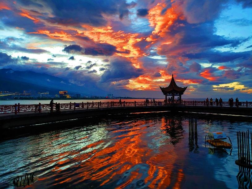 雲南大理:燦爛晚霞鋪滿天