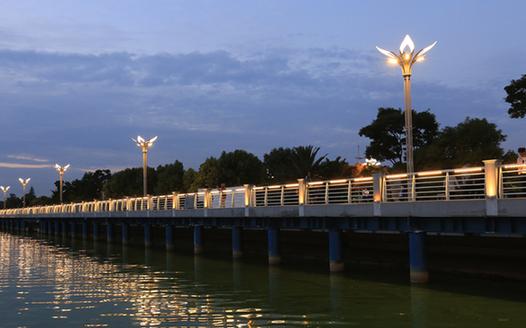 昆明草海大堤景觀帶成市民休閒好去處