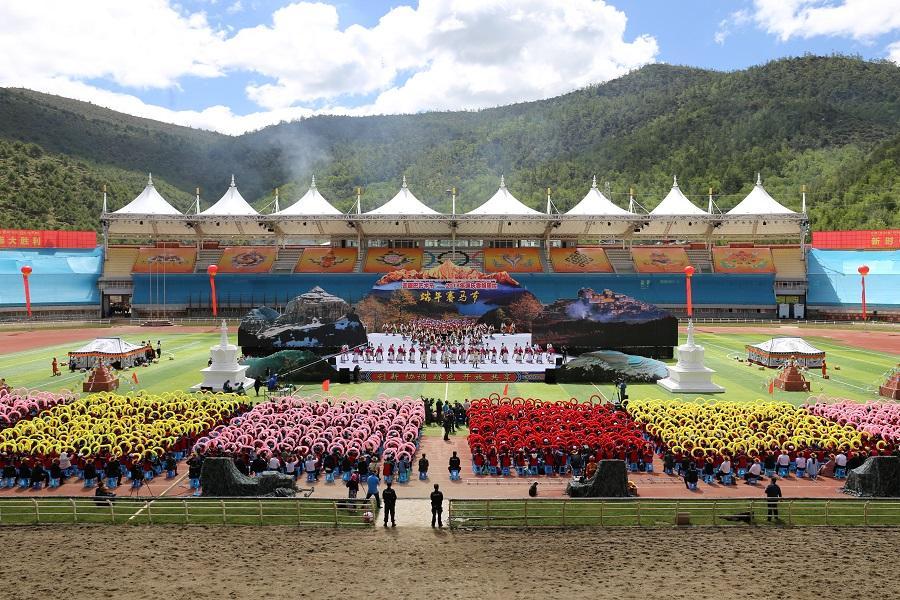 雲南香格裏拉端午賽馬節開幕
