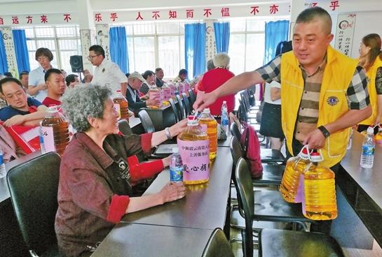 昆明市永昌社區組織老人過端午