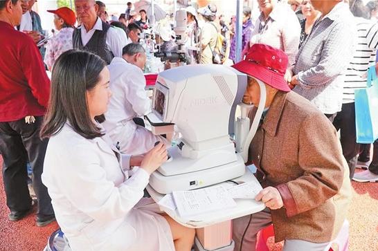 昆明華山眼科醫院開展眼科義診