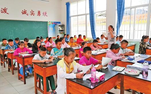 云南瑞丽:跨国小学播撒国际友谊