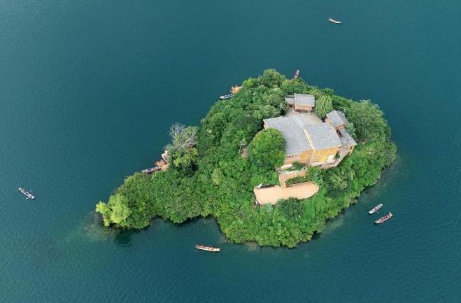 八月的瀘沽湖景色迷人 看醉遊人
