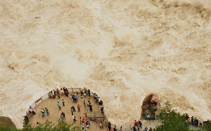 雲南虎跳峽:山高谷深 雄奇險峻