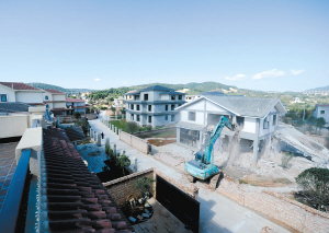 昆明空港經濟區響水村村民違法佔用30畝農田建房