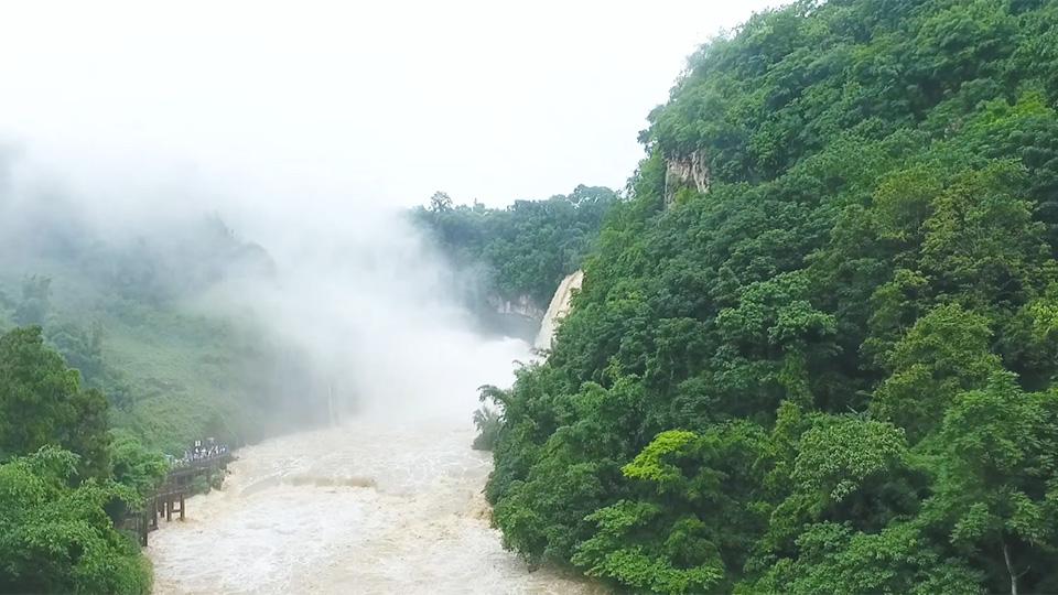"""""""飲水思源-求真之旅""""大型水源地水質酸鹼度實測活動之黃果樹瀑布"""