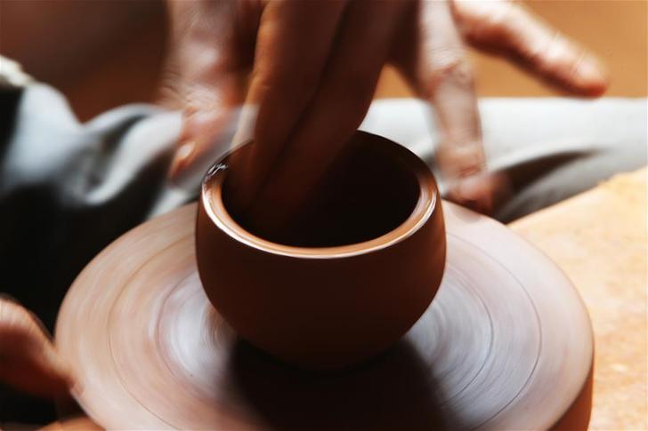 雲南迪慶:傳統黑陶助力村民增收