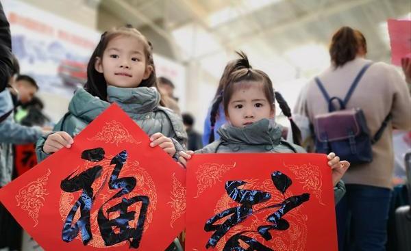 【新春走基層】省總工會志願者溫暖群眾返鄉路 新春祝福一起送