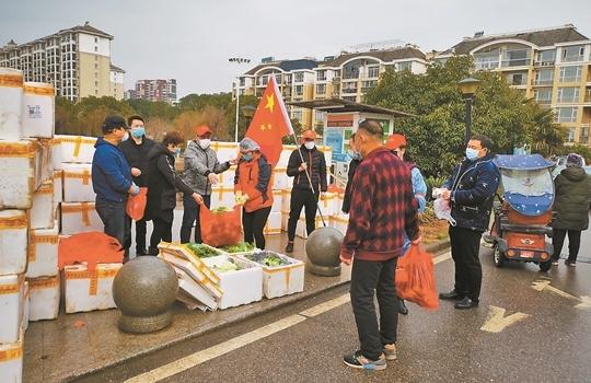 雲南省支援湖北首批蔬菜發放到武漢市民手中