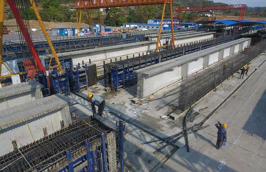 雲南墨臨公路建設:加緊制梁